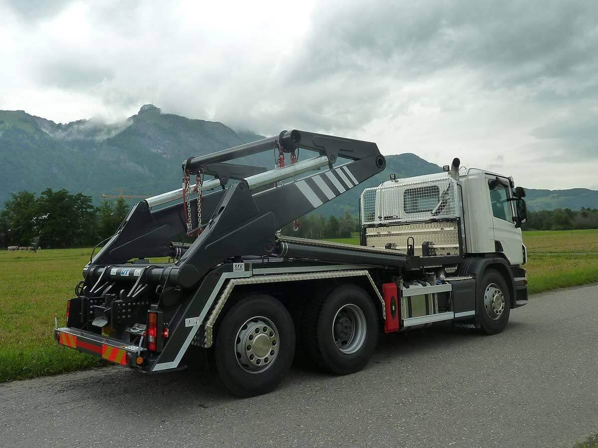 Knickarm-Absetzkipper GIGANT 26K Comfort – Scania