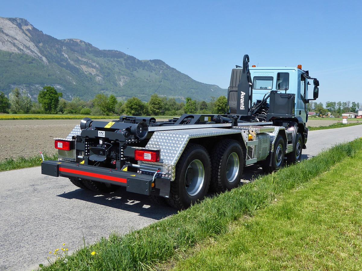 Haken-Abrollkipper SAURIER 4-Achser 26TR70 Avanti - Iveco