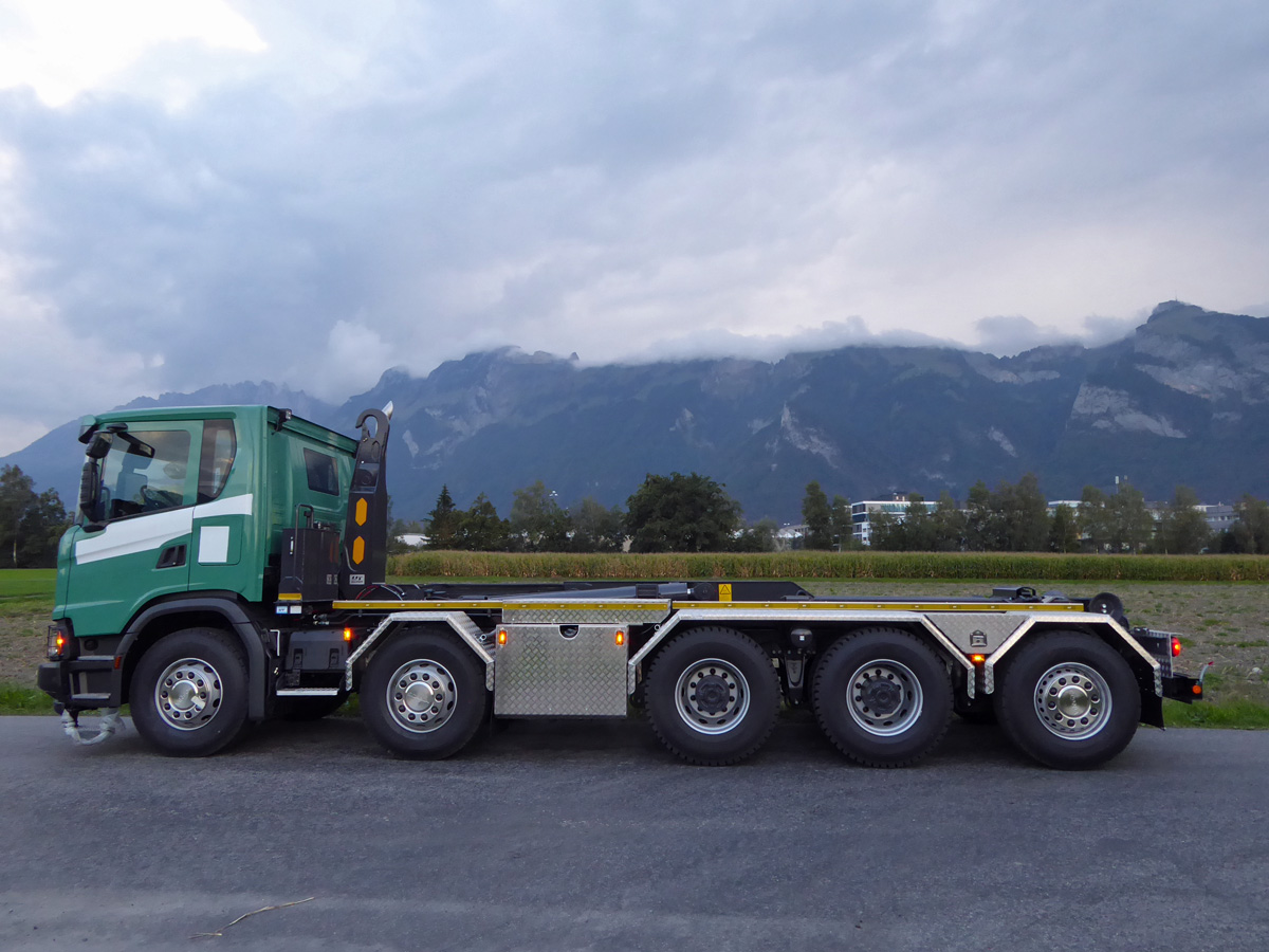 Haken-Abrollkipper SAURIER 5-Achser 32TR85 Varitec - Scania