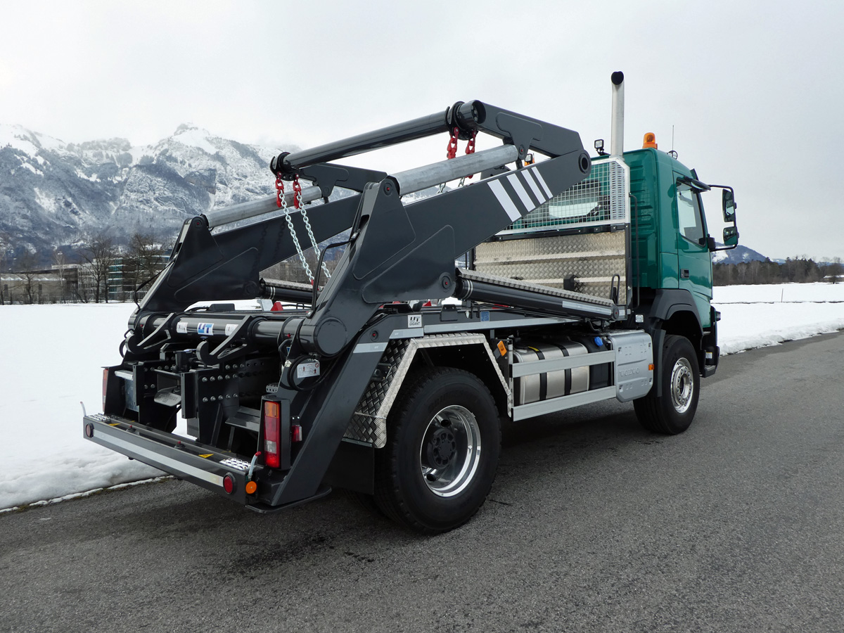 Knickarm-Absetzkipper GIGANT 18K Comfort - Volvo