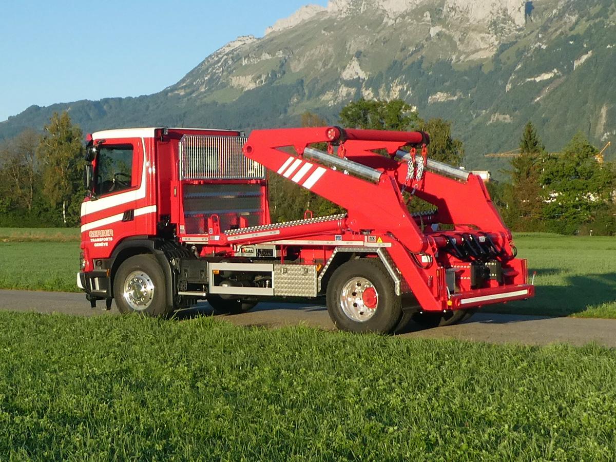 Knickarm-Absetzkipper GIGANT 18K Comfort - Scania
