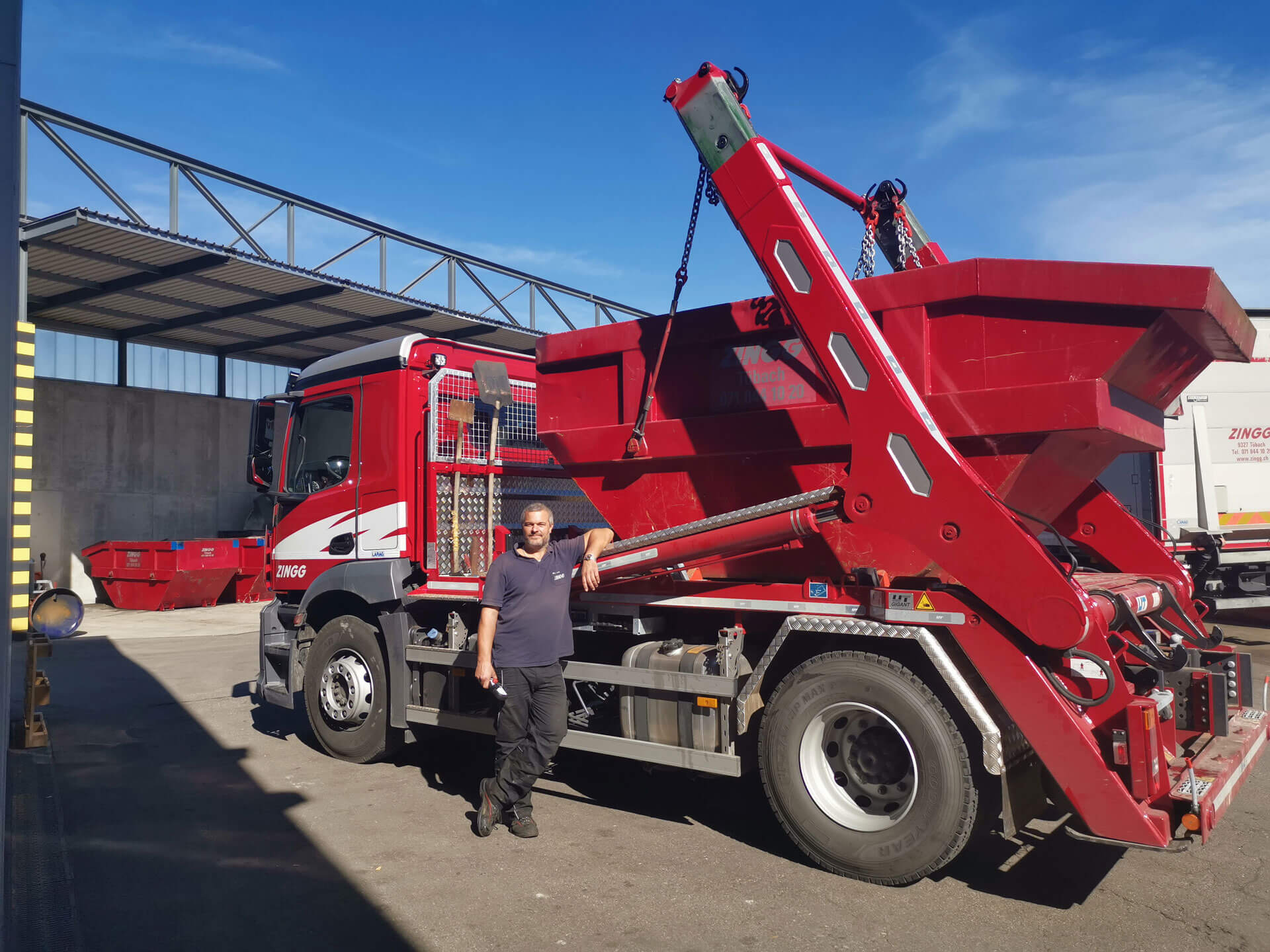 Welaki: Absetzkipper GIGANT 18T - Zingg Industrieabfälle AG