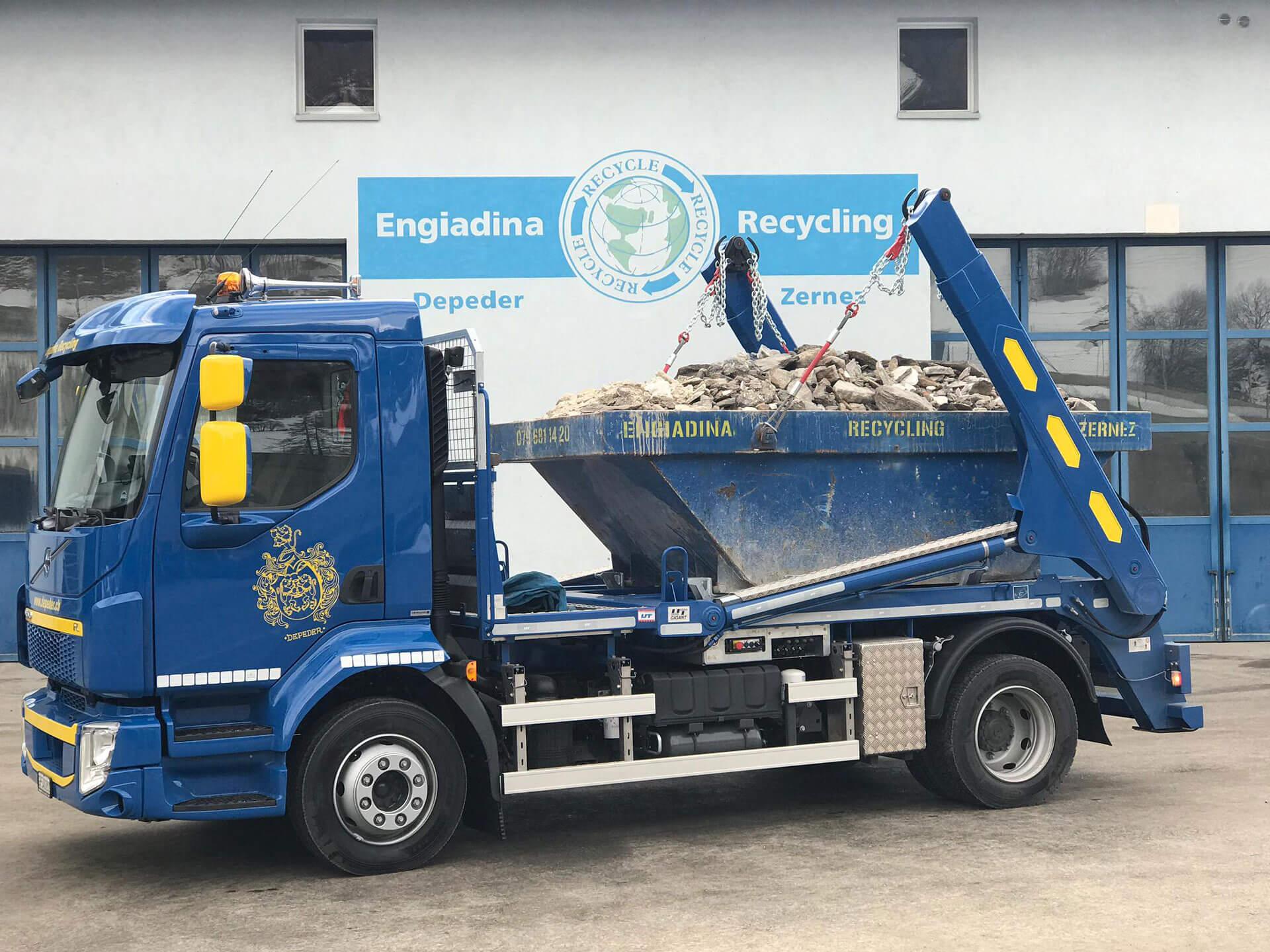 Welaki: Realisierter Absetzkipper Gigant12T der Engiadina Recycling AG