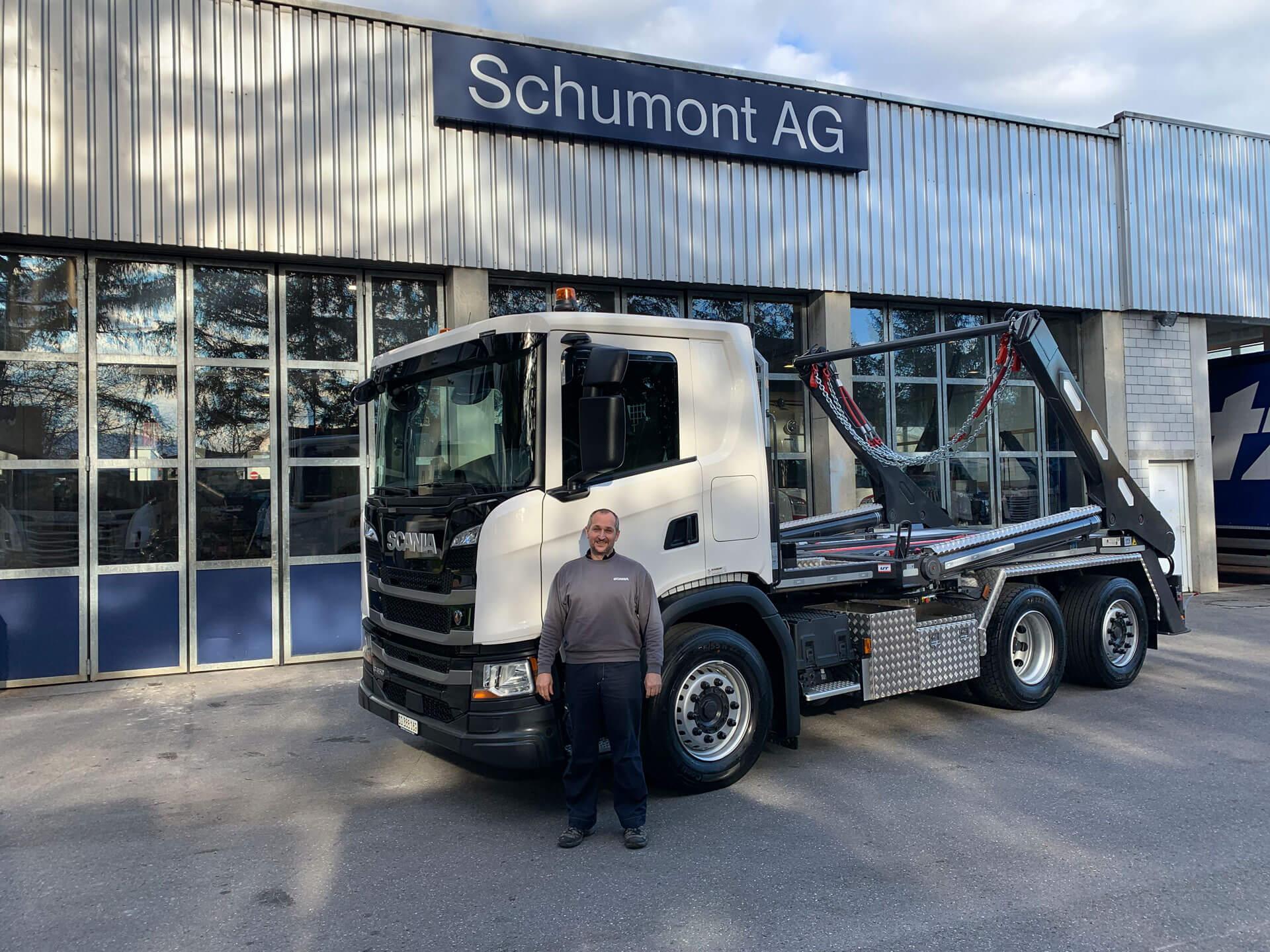 Welaki: Realisierter Absetzkipper Gigant 26T der Schumont AG
