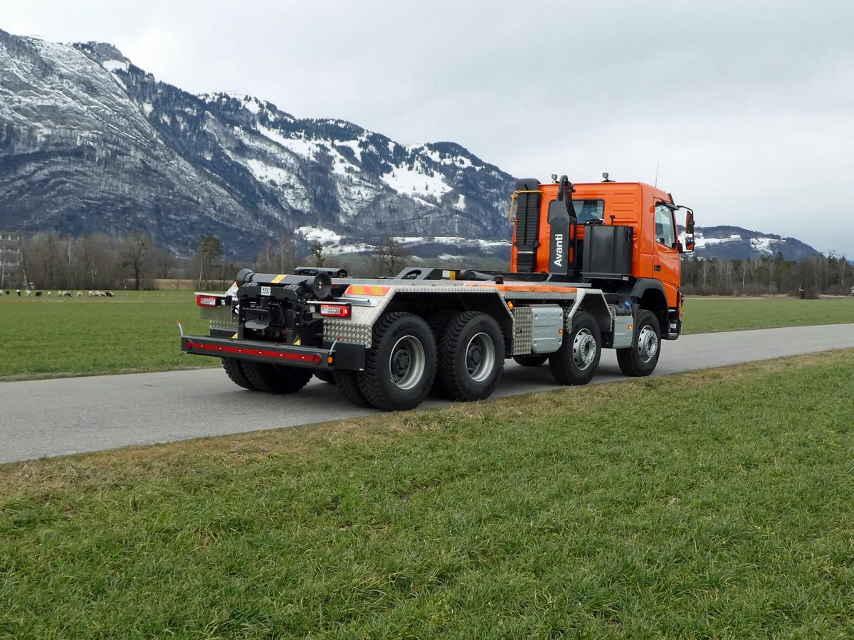 Welaki: Haken-Abrollkipper SAURIER 4-Achser 26TR70 Avanti - Volvo