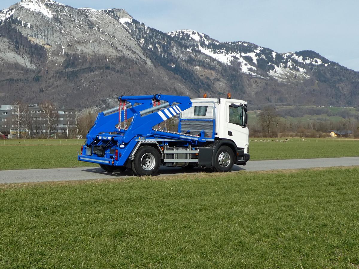Welaki: Knickarm-Absetzkipper GIGANT 18K Comfort - Scania_P1070165
