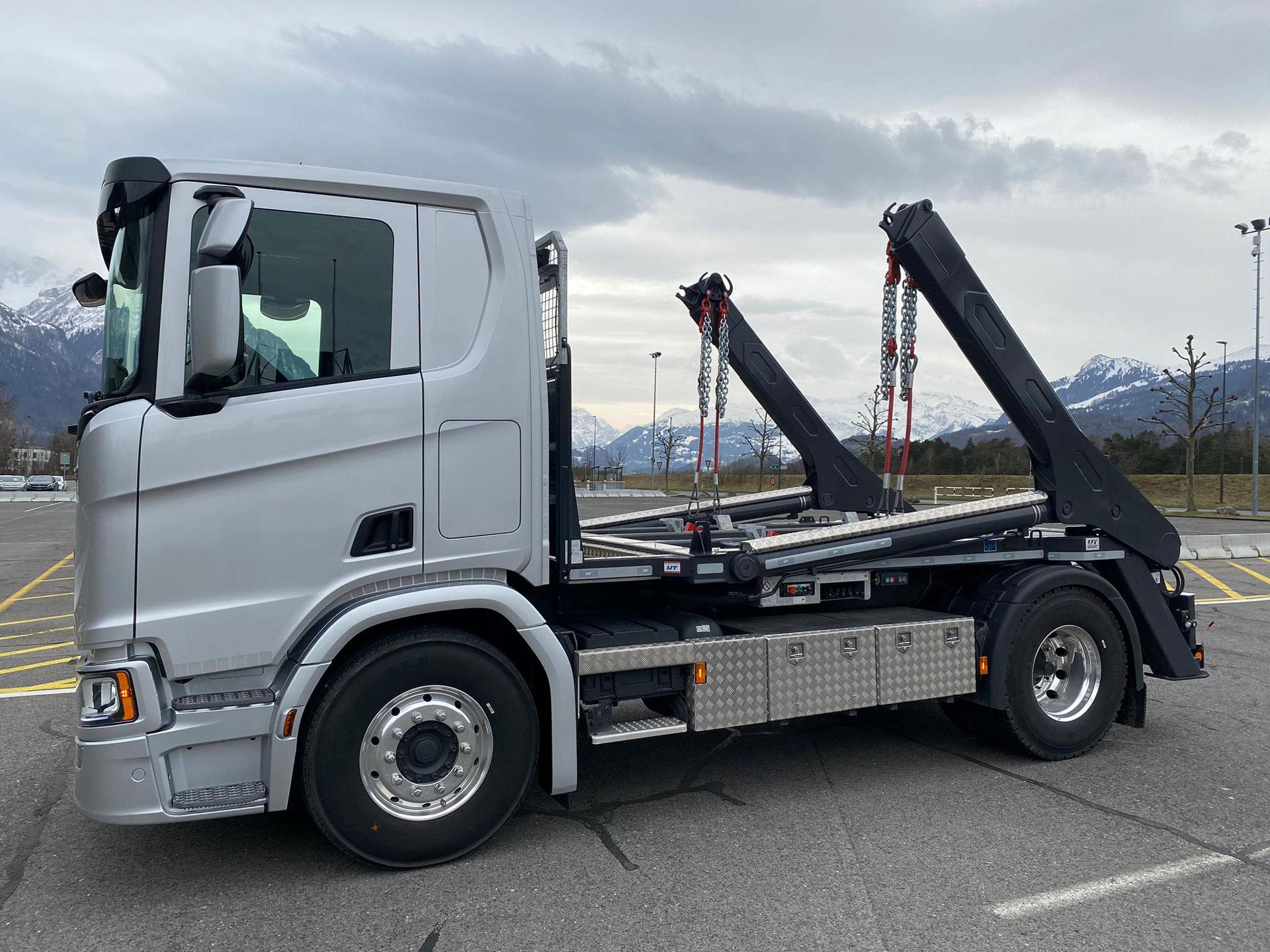 Welaki: Absetzkipper GIGANT 12T der Gantner Transporte Anstalt