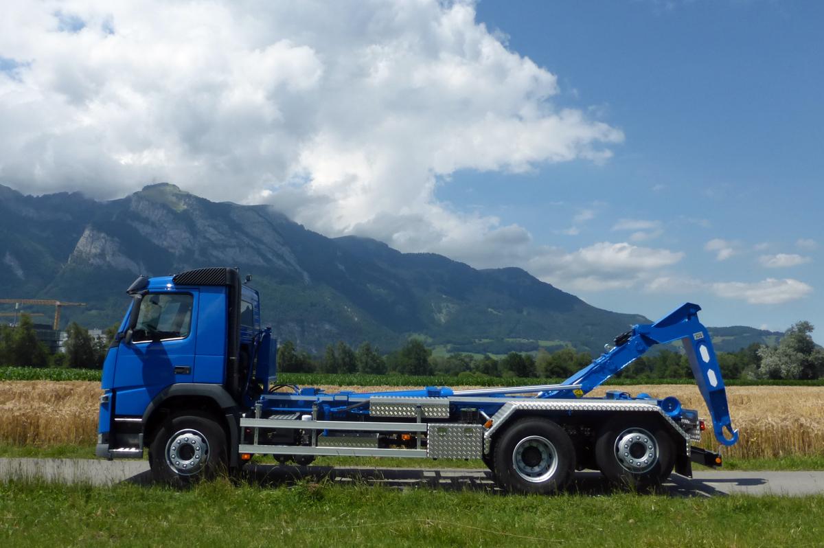Welaki: Haken-Abrollkipper SAURIER 3-Achser 20TR70 Varitec - Volvo