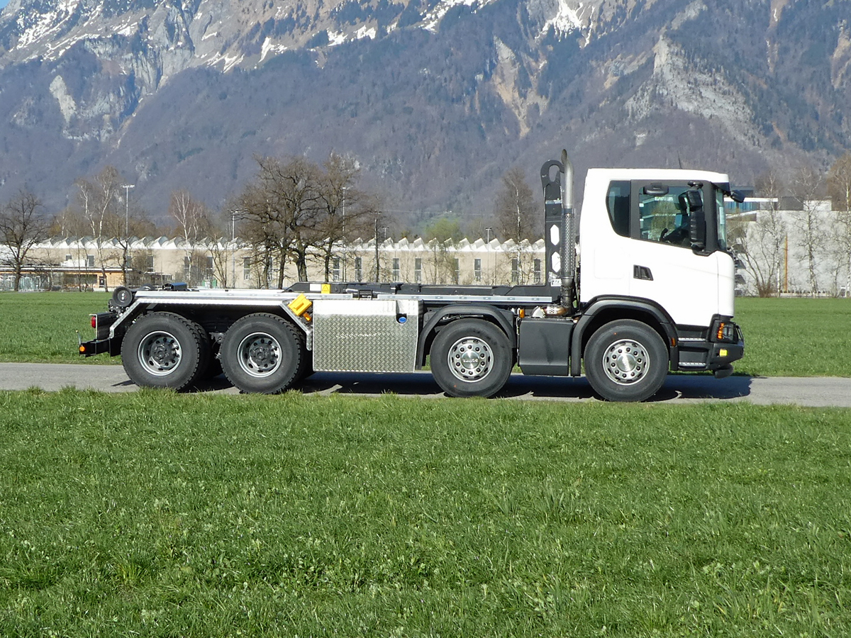 Haken-Abrollkipper SAURIER 4-Achser 26TR70 Avanti - Scania