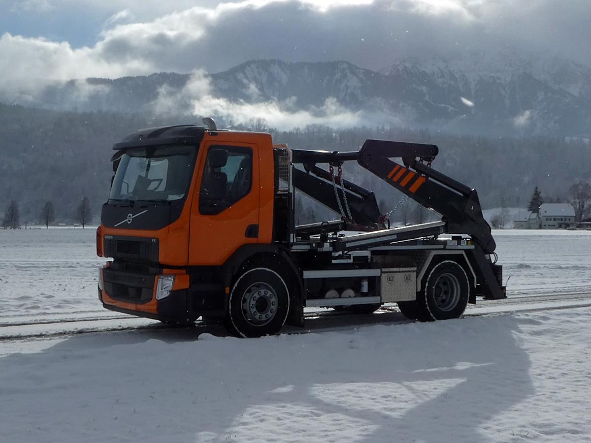 Knickarm-Absetzkipper GIGANT 18K Comfort -Volvo