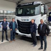 Gruppenbild Verkäufer vor Iveco Fahrzeug